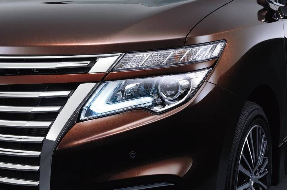 New Nissan Elgrand photo: Front view 2