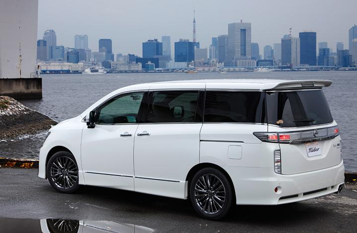 New Nissan Elgrand photo: Rider Rear image 1