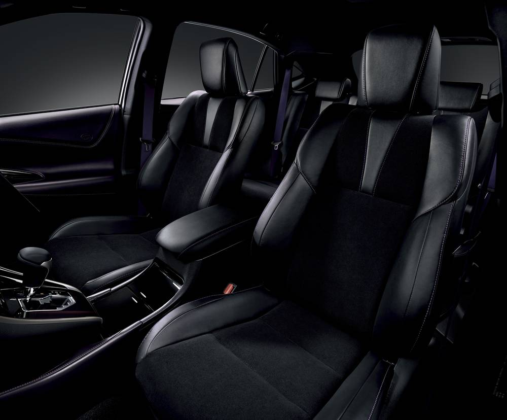New New Toyota Harrier photo: Front Seat image (Driver Seat picture)