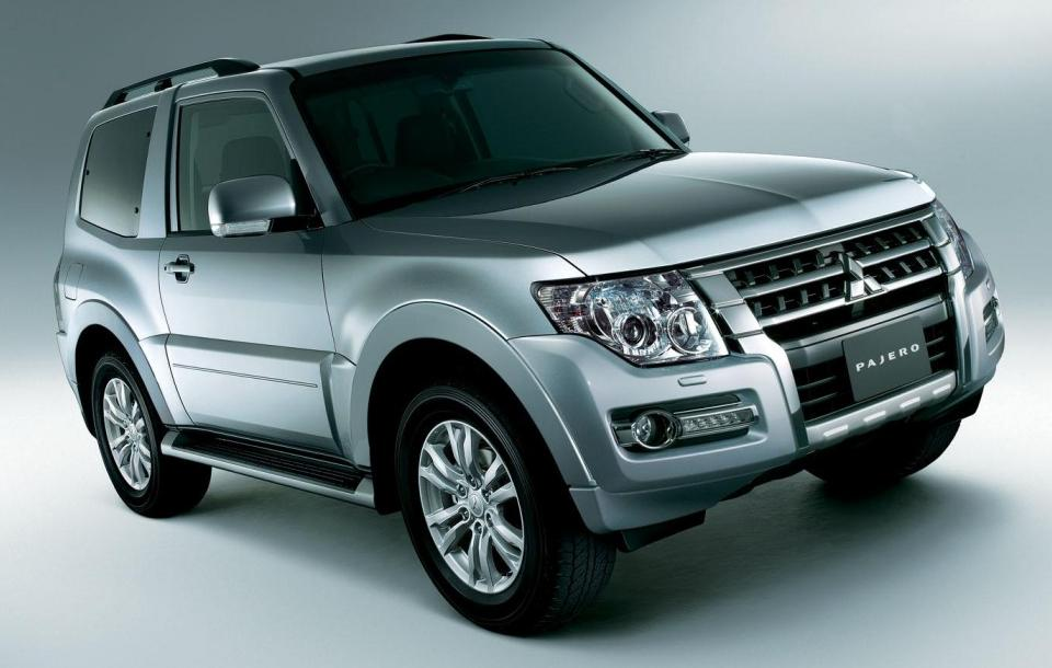 New Mitsubishi Pajero - Front view (3 Doors)