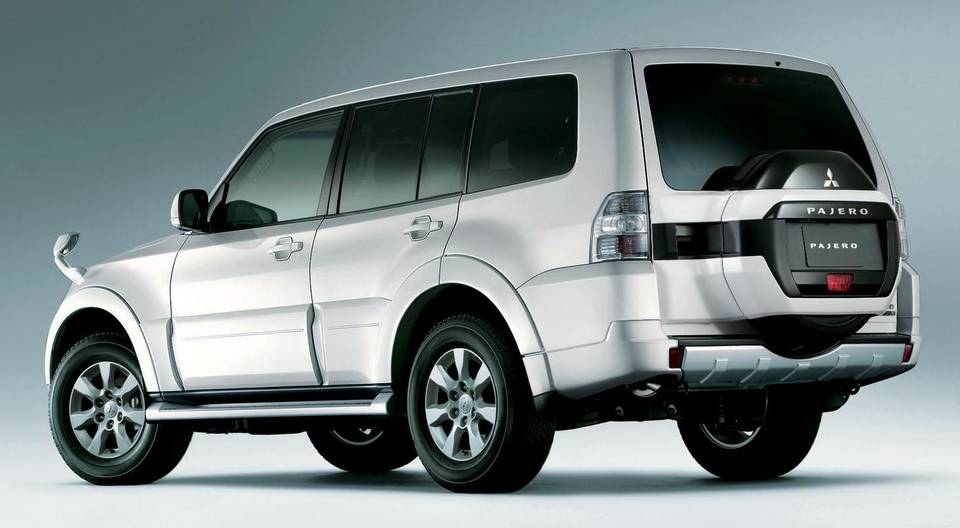New Mitsubishi Pajero - Back view (5 Doors)