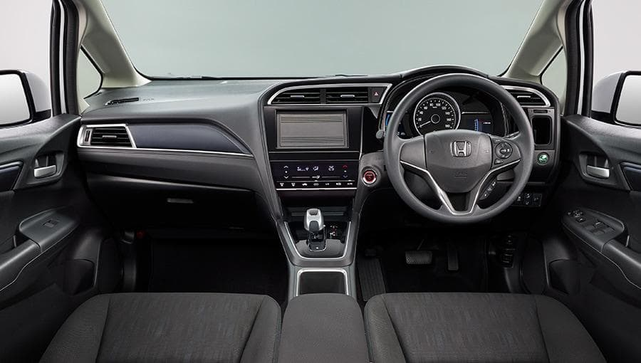 New Honda Shuttle Hybrid Cockpit picture, Driver view ...